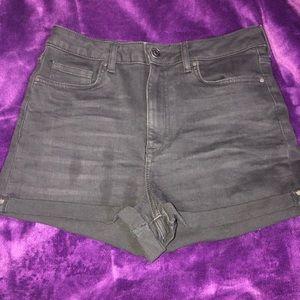Black high waisted shorts 🖤